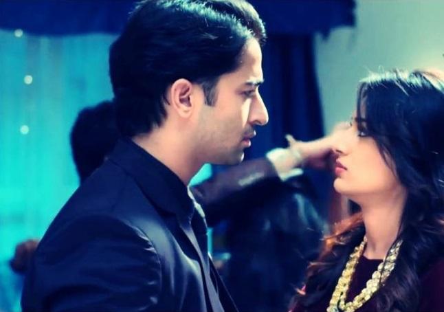 Sonakshi stuck between her FAKE BOYFRIEND and DEV in 'Kuch Rang Pyar Ke'!