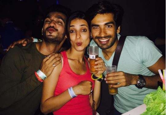 Check Out: The Third Wheel in Sanaya Irani – Mohit Sehgal's Romantic Trip!