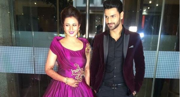 Just In: Divyanka and Vivek look stunning at their Mumbai Reception!
