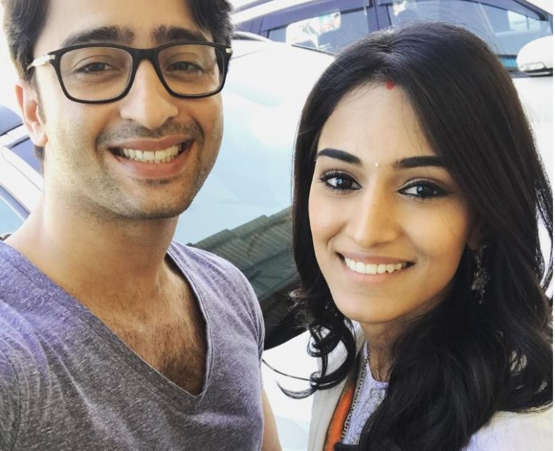 Erica Fernandes thanks the cast and crew of Kuch Rang Pyaar Ke Aise Bhi!