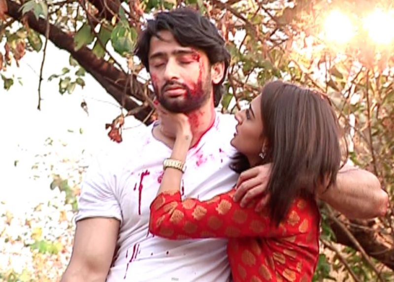 Dev gets BEATEN up by Goons while Sonakshi comes to his rescue in Kuch Rang Pyaar Ke Aise Bhi!