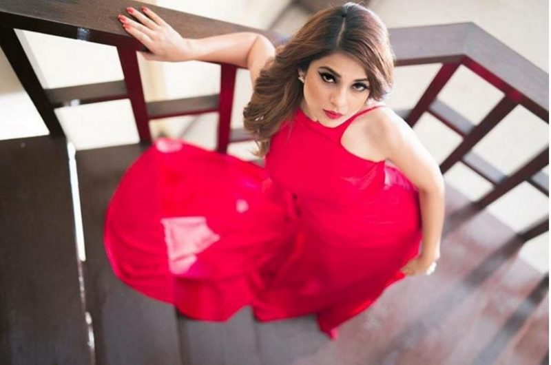 Here's 'another' RED HOT photoshoot of Jennifer Winget!