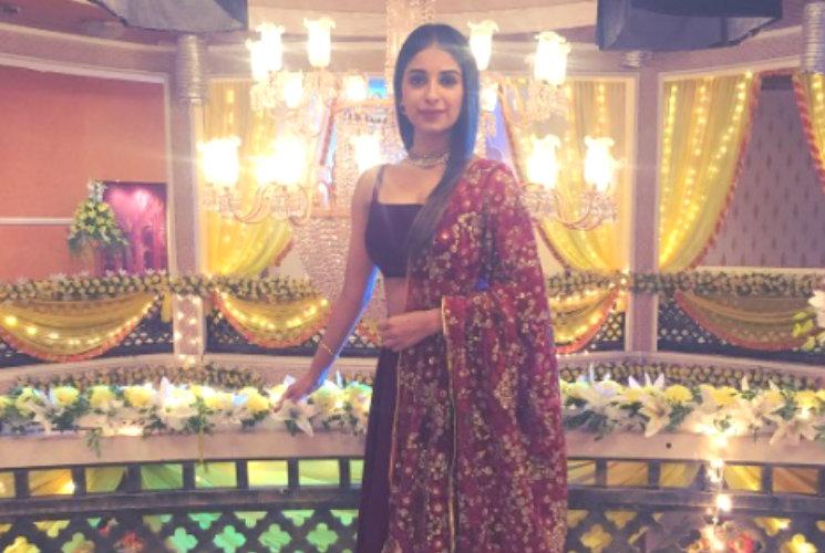 #Stylebuzz: This 'Yeh Hai Mohabbatein' Actress Looks Marvelous In A Maroon Lehenga