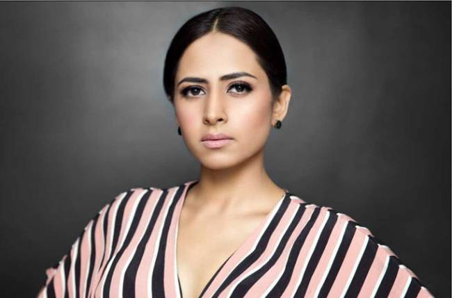 Sargun Mehta gives a Punjabi twist to #DanceWithAlien