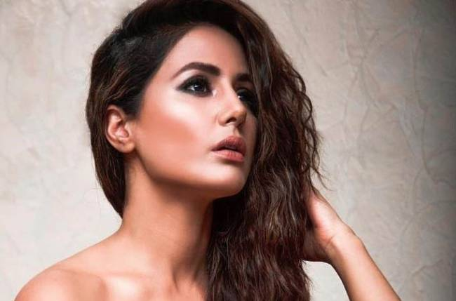 Hina Khan shoots despite pain
