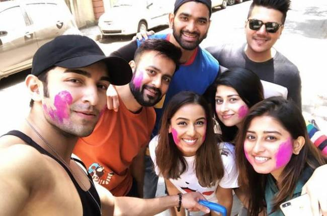Rumoured couple Srishty Rode and Rohit Suchanti celebrate Holi together