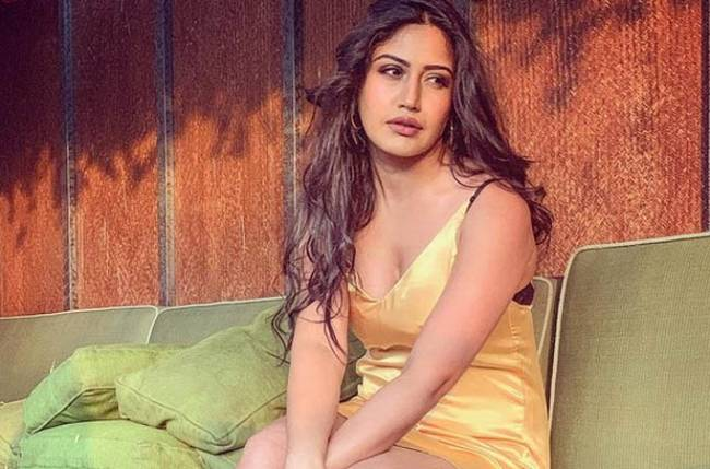 Must Check: Ishqbaaaz actress Surbhi Chandna's stunning photo in a golden outfit