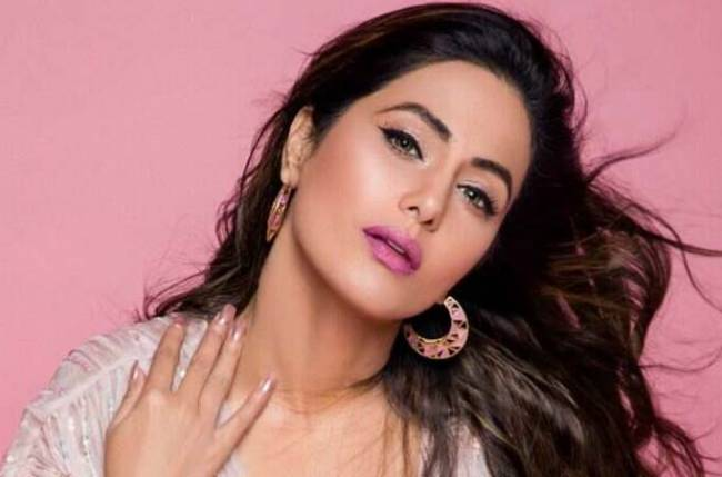 THIS is what Hina Khan GIFTED her mother on MOTHER'S DAY!
