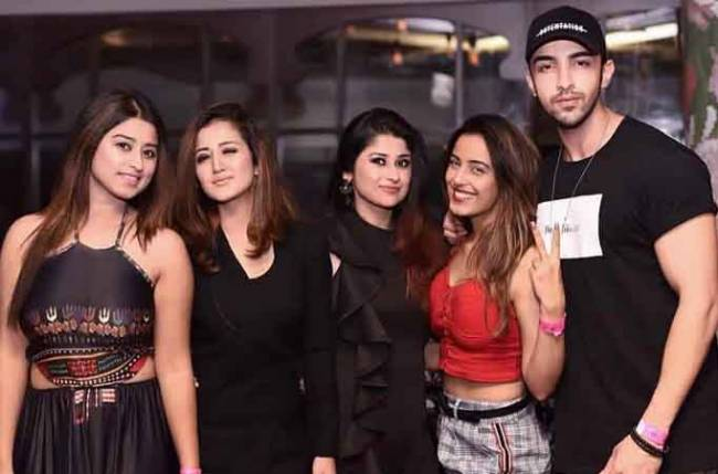 Rohit Suchanti posts a group picture with Srishty Rode