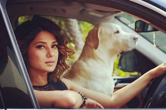 Jennifer Winget enjoys her 'happy hours' with a friend