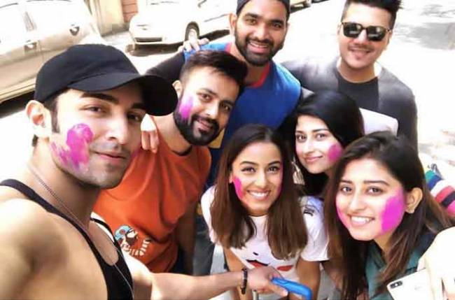 Srishty Rode and Rohit Suchanti celebrate Somi Khan's birthday in an adorable way