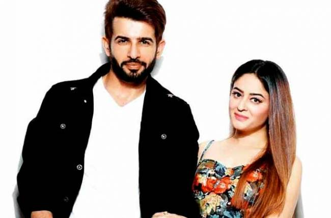 Daughter's name will start with M or T: Mahhi Vij