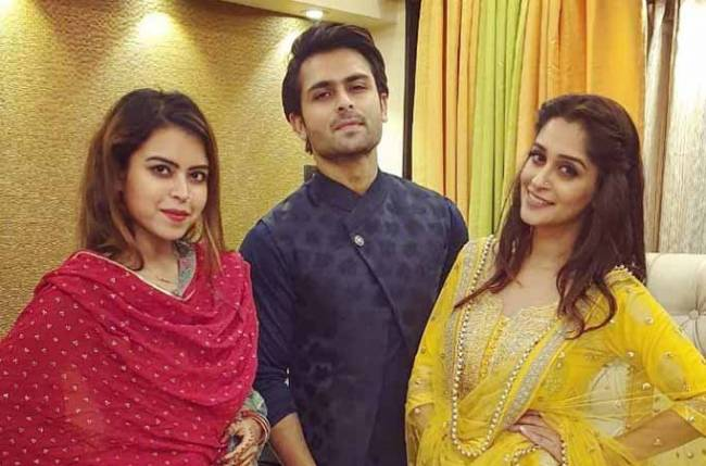 Dipika Kakar gorges on panipuri with Shoaib and sister-in-law