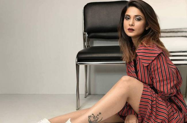 'THIS' is what is on Jennifer Winget's mind!