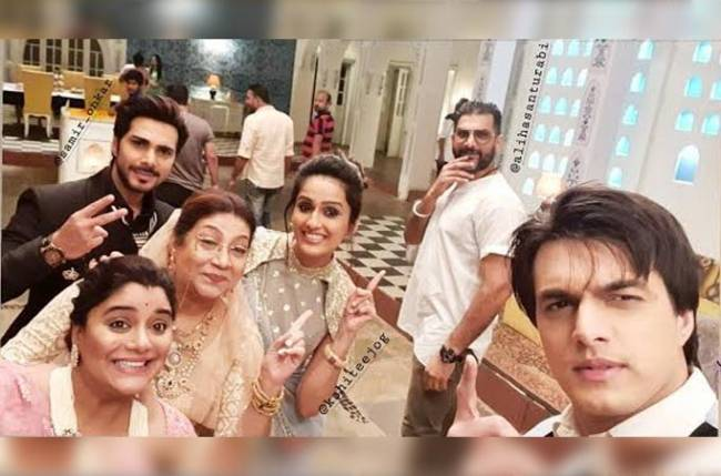 Mohsin Khan welcomes Ali Hassan on the sets of Yeh Rishta Kya Kehlata Hai!