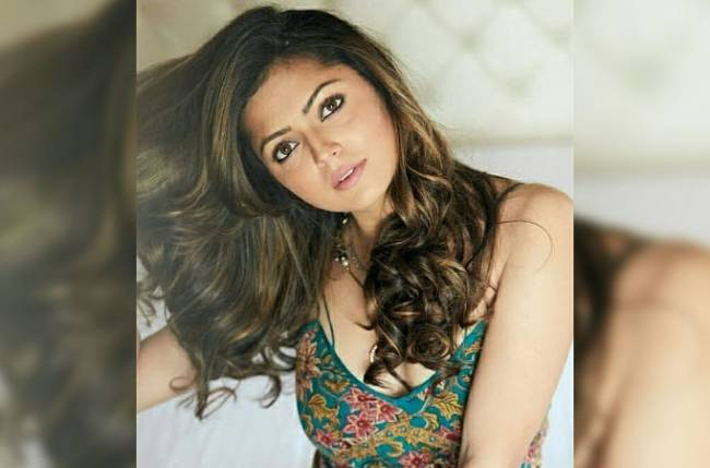Drashti Dhami has the cuddliest quarantine partner!